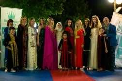 foto gruppo sfilata Petra