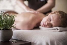 Trattamento rilassante con olio di stella alpina altoatesina by Luca Meneghel