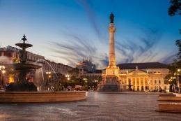lisbona piazza e teatro nazionale