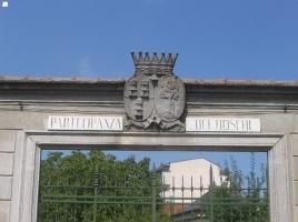 antico-stemma-della-partecipanza-dei-boschi-posto-sullarchitrave-del-portone-carraio-della-sede-sociale