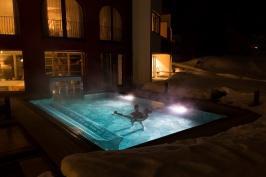 Romantik Hotel Santer - Piscina esterna notte (2)